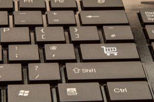 E-handel-plusy i minusy